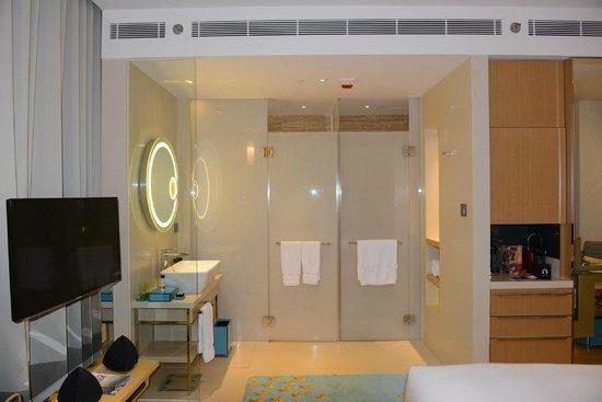 Hotel Indigo Hong Kong Island: modern bathroom