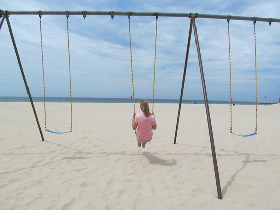 Pere Marquette Park: swing set on the beach