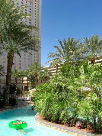 Monte Carlo Resort & Casino: Nice pool area