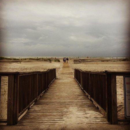 Acacia Beachfront Resort: Beach access