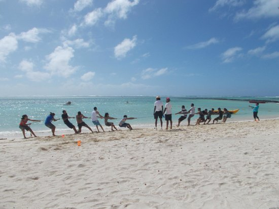 Ambre Resort & Spa: Tug of War on the beach!