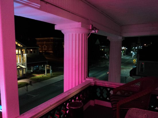 Thayers Inn: Balcony, second floor