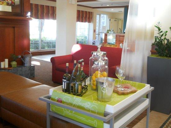 Hilton Garden Inn Ontario / Rancho Cucamonga: 何時も飲める無料のレモネード