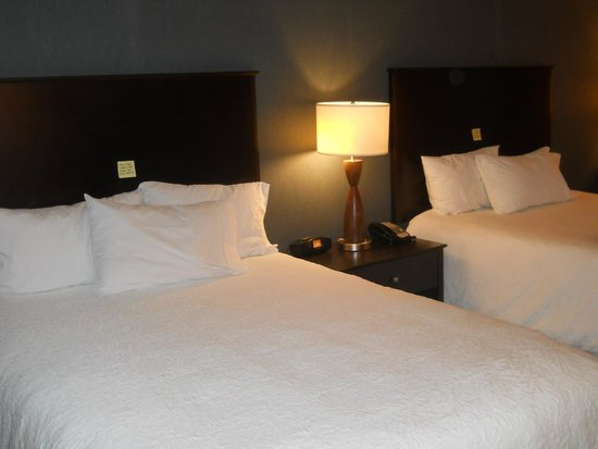 Hilton Garden Inn Ontario / Rancho Cucamonga: 大きなダブルベットが2つ