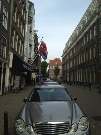 Radisson Blu Hotel, Amsterdam: Down the street from the hotel entrance.
