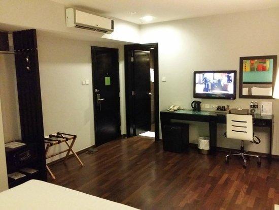 The Brunei Hotel: Spacious room...