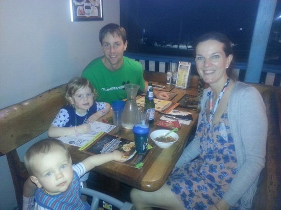 Hog's Breath Cafe: Great place for a relaxing family dinner!