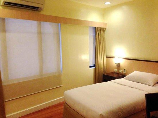 The Linden Suites: room