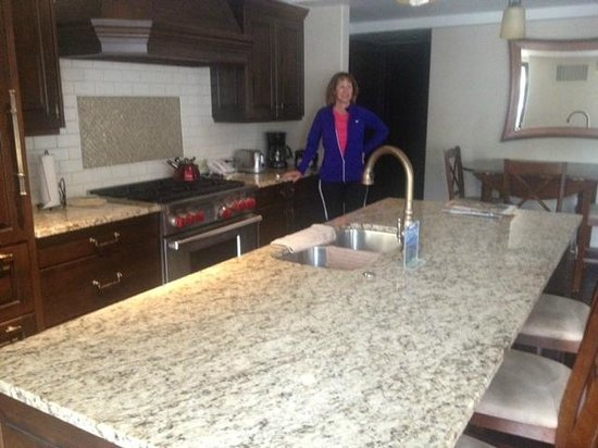 Landmark Condominiums: The lovely spousal unit in the spacious kitchen