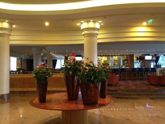 Hilton Paris Charles de Gaulle Airport : Lobby