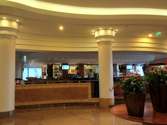 Hilton Paris Charles de Gaulle Airport: Lobby