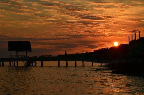 Memories Flamenco Beach Resort : Sun Rise on the Beach