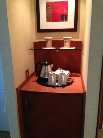 Heathrow/Windsor Marriott Hotel: Coffee/Tea Making Supplies & Mini-Fridge