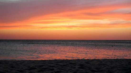 Passions on the Beach : Another fabulous Aruban sunset, just after the sun went below the horizon