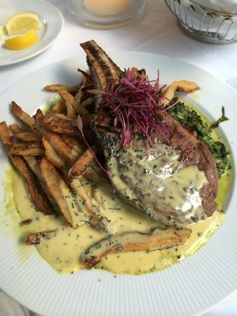 Golden Pheasant Inn: veal chop drowned in Bernaise
