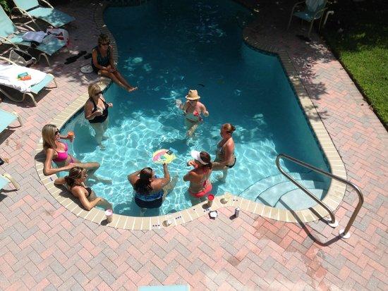 Captiva Island Inn Bed & Breakfast: Pool with shade