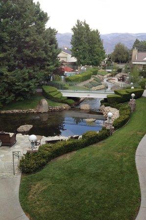 Bishop Creekside Inn: View from room on Bishop Creek, flowing by motel