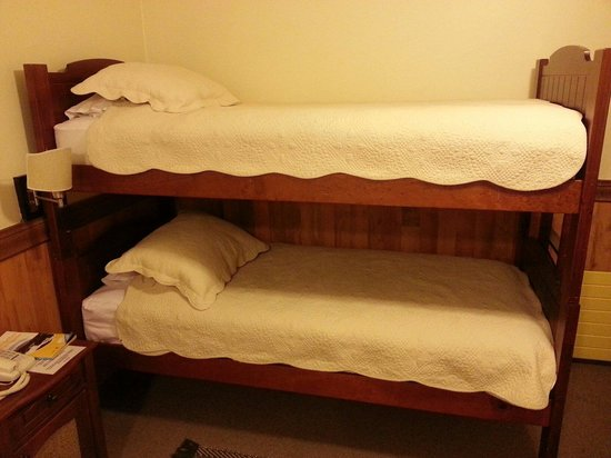 Hotel Rucaitue: Bunk beds in the habitación familiar (family room).