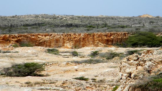 Parque Nacional de Arikok: Fascinating red stone cut