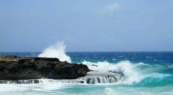 Parque Nacional de Arikok: Waves crashing against rocky cliffs