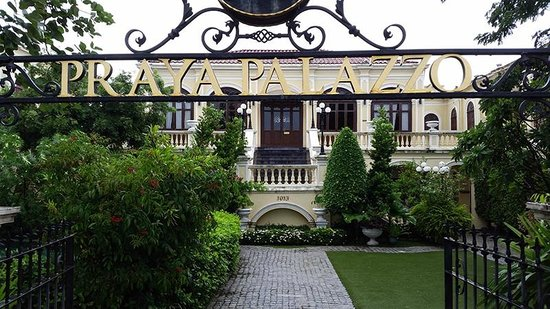 Praya Palazzo: Front of the Mansion