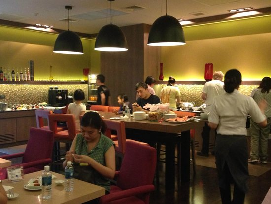 Novotel Bangkok on Siam Square : 5 - 7 pm - tea at the Premier Lounge