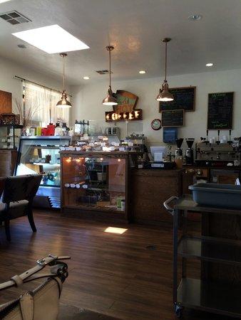Crisp Bake Shop : Interior