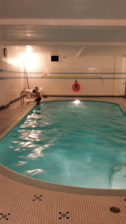 Royal Scot Hotel & Suites : pool was clean and the perfect temperature