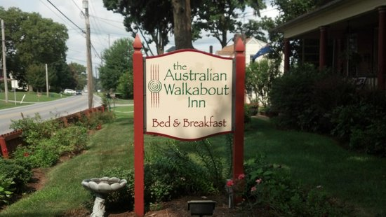 The Australian Walkabout Inn Bed & Breakfast : The Walkabout's sign