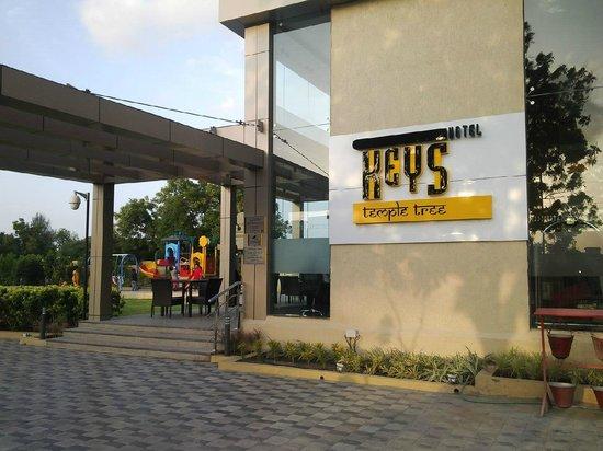Keys Prima Hotel Temple Tree : Entrance