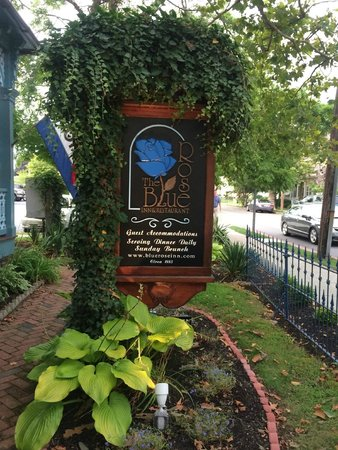 The Blue Rose Inn & Restaurant : Sign out front