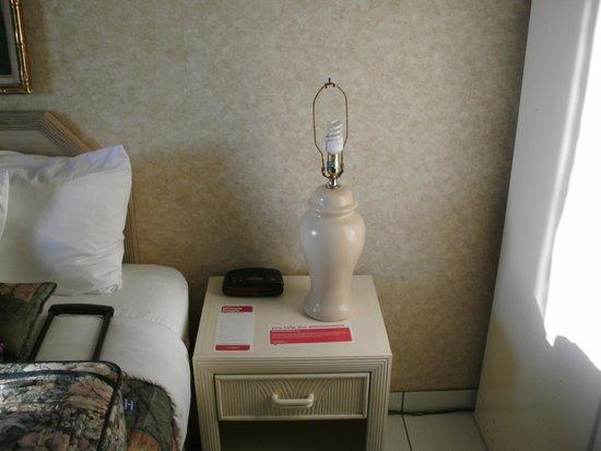 Ramada Plaza Marco Polo Beach Resort : NO LAMPSHADES HERE
