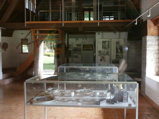 Park im Gruene: Interior of straw-roof house