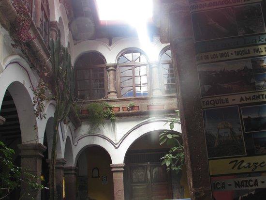Pirwa Colonial Hostel: -