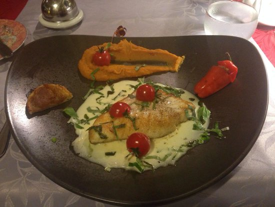 Le Pressoir : turbot in white wine butter sauce with basil. heaven.
