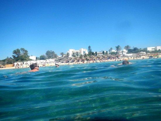 Nahrawess Hotel : Вид на отель и пляж с моря