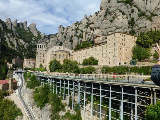 Barcelona Turisme - Afternoon in Montserrat Tour : the Monestary