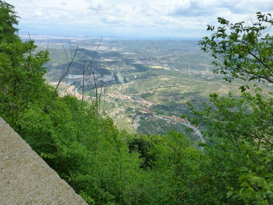 Barcelona Turisme - Afternoon in Montserrat Tour : Valley view