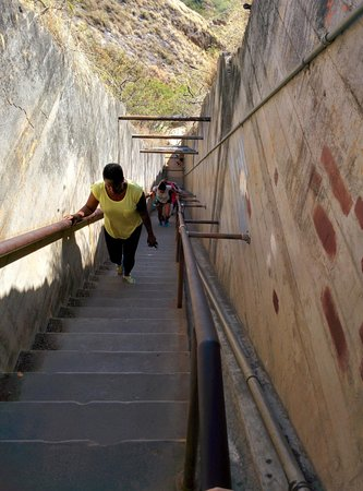 Diamond Head State Monument: The last stretch of stairs up