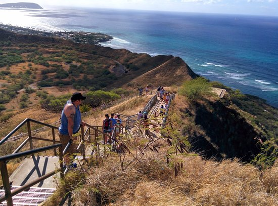 Diamond Head State Monument: The stairs heading down