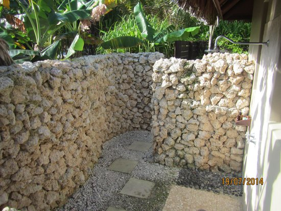 Eratap Beach Resort: Outdoor shower area