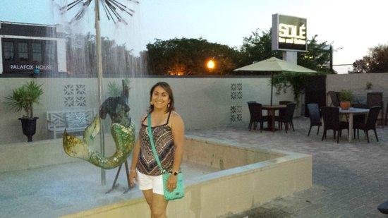 Sole Inn and Suites: Siren Fountain Courtyard