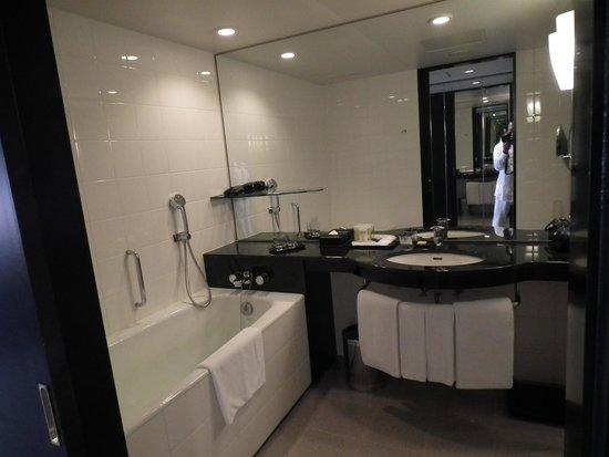 Hyatt Regency Osaka: バスルーム