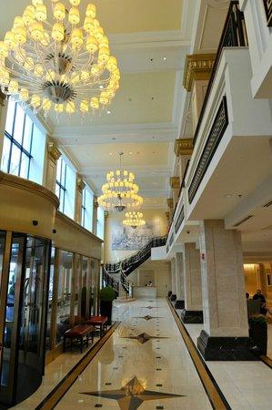 JW Marriott Chicago: The lobby