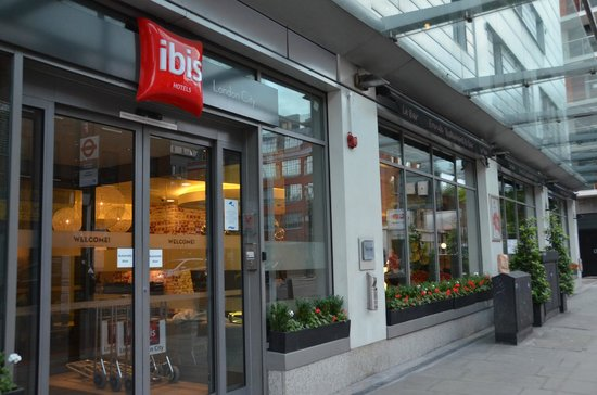 Ibis London City-Shoreditch: Entrada do hotel