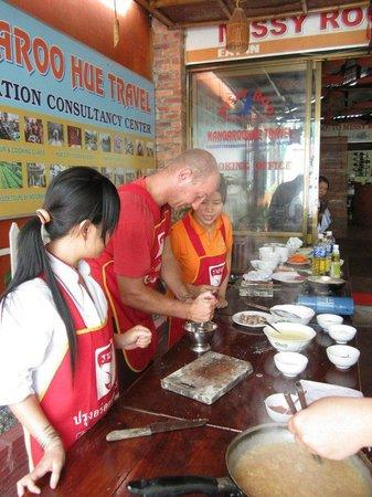 Kangaroo Hue - Day Tours: Hans learning how to flip the pancake