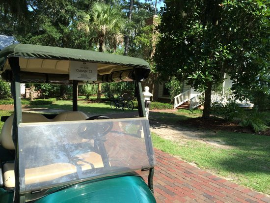 Montage Palmetto Bluff: Golf cart and cottage