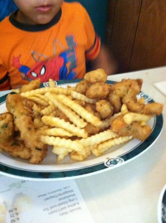 Canton Wok: Chicken nuggets and fries