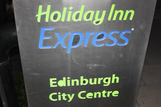 Holiday Inn Express - Edinburgh City Centre: Faixada do hotel