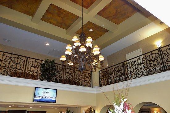 Hilton St. Augustine Historic Bayfront: Balcony overlooking Lobby